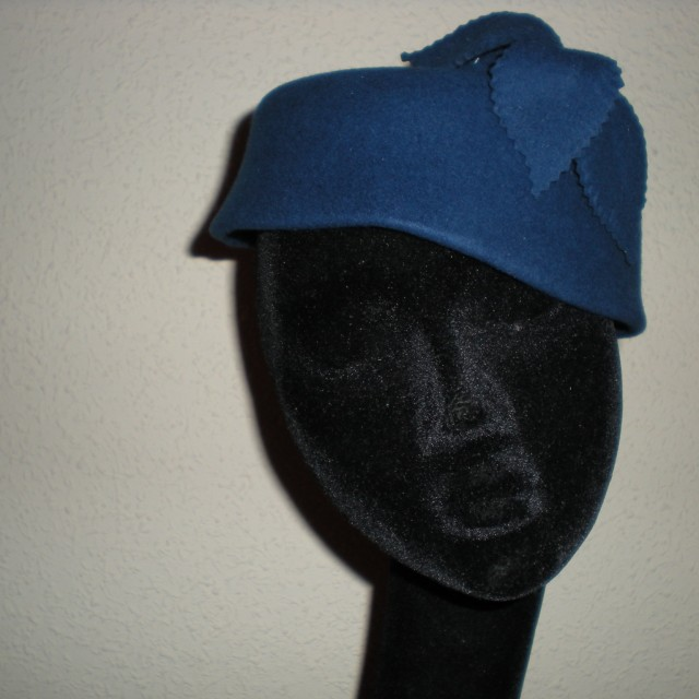 Sombrero casquete azulón en fieltro