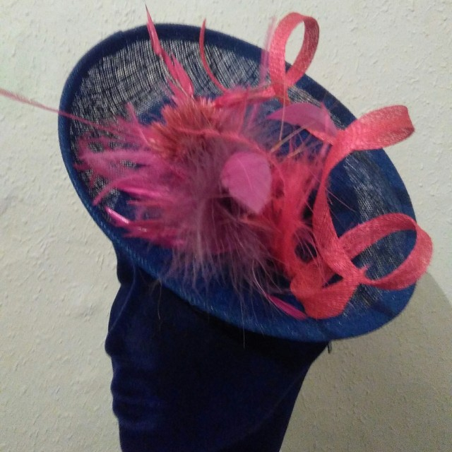 sombrerito azulina y fucsia