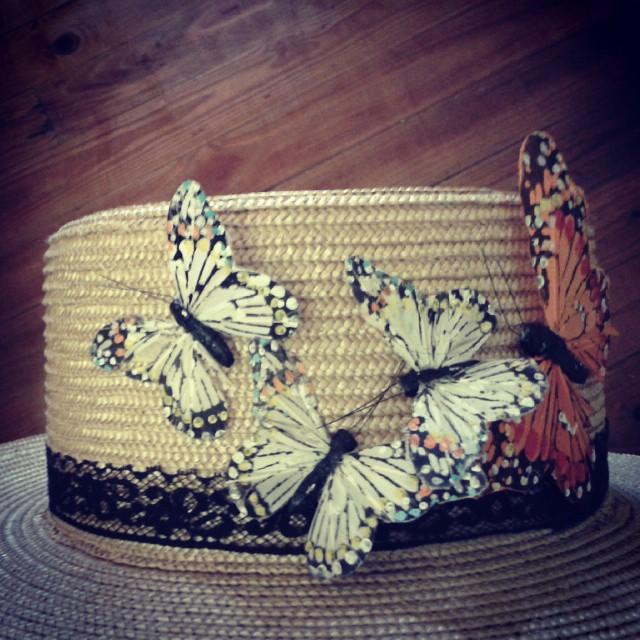 chistera con mariposas