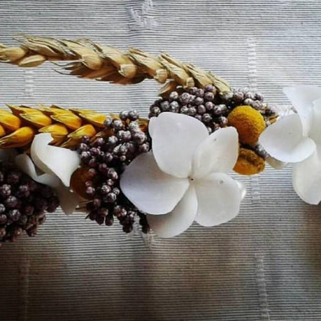 Tiara flores porcelana y naturales