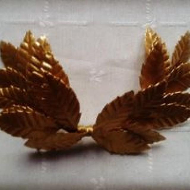 Tiara de hojas doradas